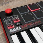AKAI Professional MPK Mini MK2 - Clavier Maître MIDI/USB 25 Touches Sensibles à la Vélocité avec 8 Pads et Joystick 4 Voies + VIP 3 et Pack de Logiciels Inclus - Noir de la marque AKAI Pro image 1 produit