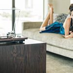 ION Audio PRO500BT - Platine Vinyle Bluetooth à Entraînement par Courroie à 2 Vitesses (33, 45 Tours) avec Préampli Phono Commutable et Conversion USB - Finition de Luxe en Bois de Noyer de la marque Ion image 2 produit