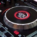 """Numark Mixtrack Platinum - Contrôleur DJ 4 voies, LCD, Jog Wheels Tactiles en Métal 5"""", Barre Tactile Multifunction, Interface Audio 24-bit, Plus Serato DJ Intro et Remix ToolKit de Prime Loops Inclus de la marque Numark image 3 produit"""