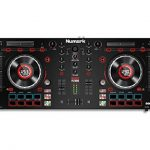 "Numark Mixtrack Platinum - Contrôleur DJ 4 voies, LCD, Jog Wheels Tactiles en Métal 5"", Barre Tactile Multifunction, Interface Audio 24-bit, Plus Serato DJ Intro et Remix ToolKit de Prime Loops Inclus de la marque Numark image 1 produit"