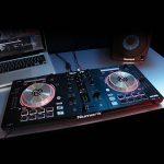"""Numark Mixtrack Pro 3 - Contrôleur DJ 4 Voies tout-en-un pour Serato DJ avec Interface Audio Intégrée, Jog Wheels 5"""" et Serato DJ Intro et Remix ToolKit de Prime Loops inclus de la marque Numark image 3 produit"""
